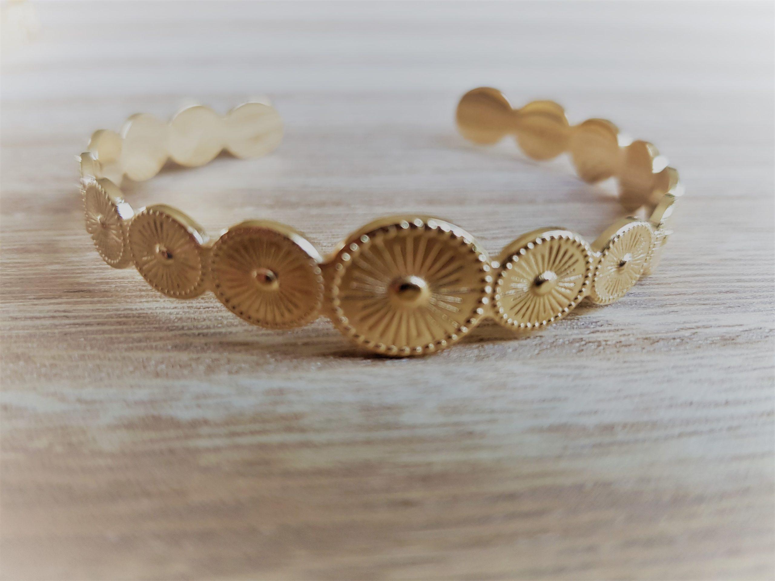notre collection de bracelet jonc en acier doré en boutique pattesdechat