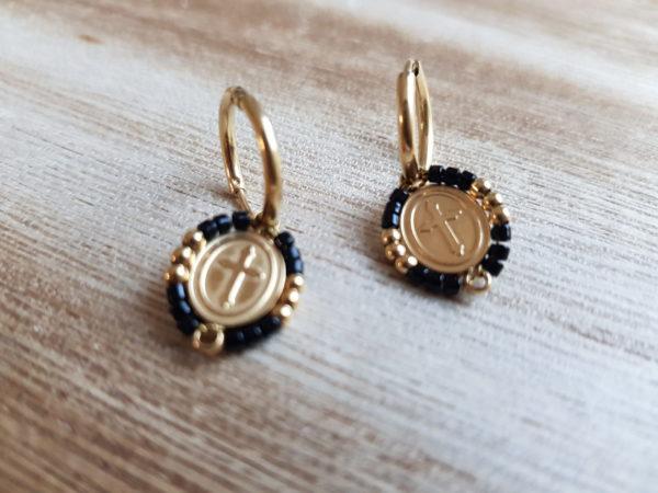 boucles d'oreilles petites créoles croix et perles noires. achetez en boutique pattesdechat