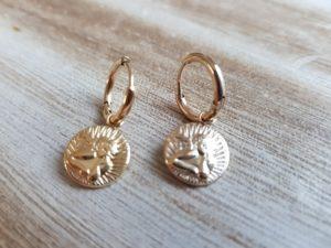 Découvrez Pattesdechat, votre boutique de bijoux créateurs. Une collection de bijoux unique, idéale pour se faire plaisir ou en idée cadeau.
