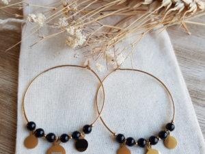 boucles d'oreilles créoles et pierres noires
